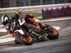 Ktm 1290 super duke r my17 action 04