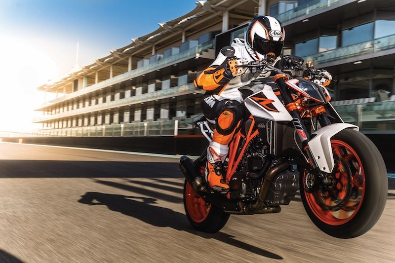 Ktm 1290 super duke r my17 action 05