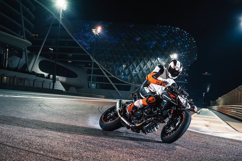 Ktm 1290 super duke r my17 action 07