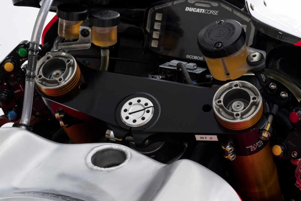 Panigale v4r details 16 uc70452 mid