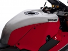 Panigale v4r details 17 uc70451 mid