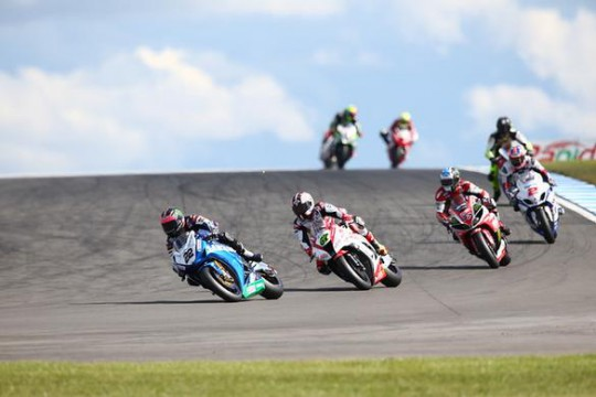 Alex Lowes fighting for the win with Shane Byrne