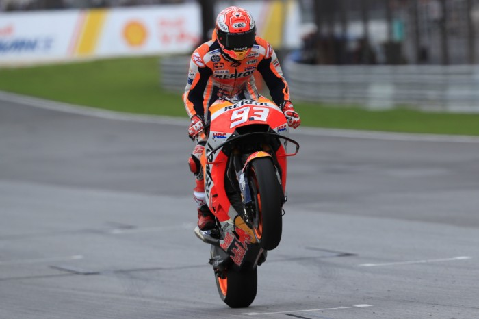 Motogp Sepang Marquez Wins As Rossi Crashes Out Of Lead Bikesport