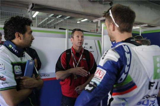 Crafar talks to Camier and crew chief Frankie Carchedi at Aragon