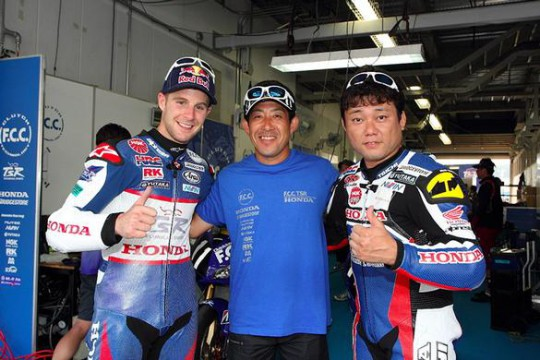 Akiyoshi with at Suzuka with team-mate Rea and team manager Tady Okada