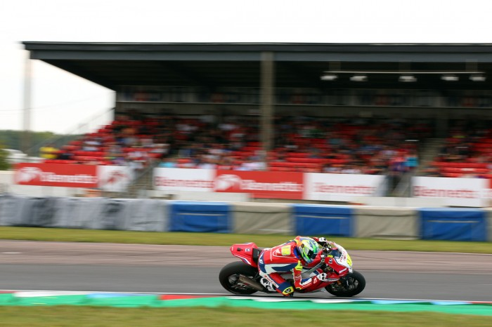 Thruxton BSB: First win for Irwin in dramatic race one - Bikesport News