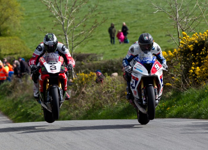 [Road Racing] Cookstown 100 2015 Guy-Martin-Michael-Dunlop-02-Superbike-Race