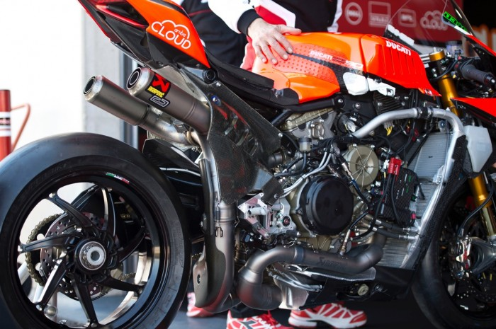 Aragon Wsbk Ducati Debut New Exhaust On Works Panigale Bikesport News