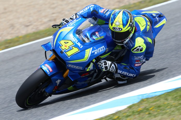 Rossi wins Spanish MotoGP from pole