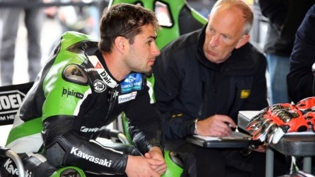 Haslam and Ohlins chief Richard Brendish in discussion. Possibly about suspension...